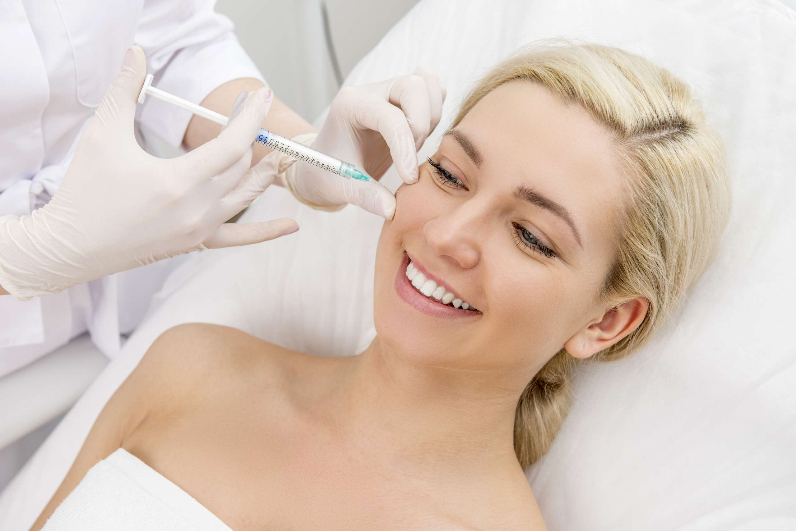 Zabiegi medycyny estetycznej z użyciem kwasu hialuronowego